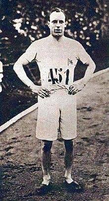 220px-Eric_Liddell_aux_JO_de_1924_(vainqueur_du_400_mètres)