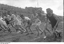 Bundesarchiv_Bild_102-02694,_Berlin,_Nurmi_im_Deutschen_Stadion